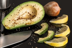 Avocados maintain cardiovascular health through the content of folic acid and vitamin B6